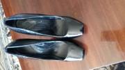 продаю нові шкіряні лаковані жіночі туфлі