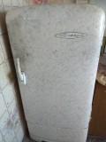 Продам холодильник + чугунную ванну